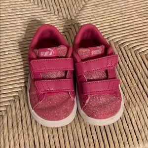 Pink glitter pumas